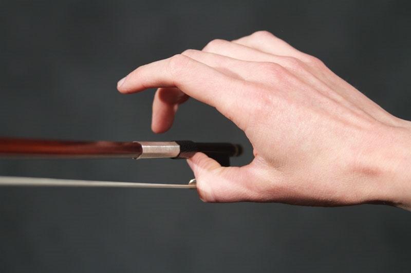 آموزش دست گرفتن آرشه ویولن