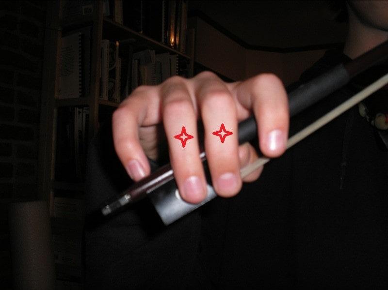 نحوه گرفتن آرشه ویولن با دست