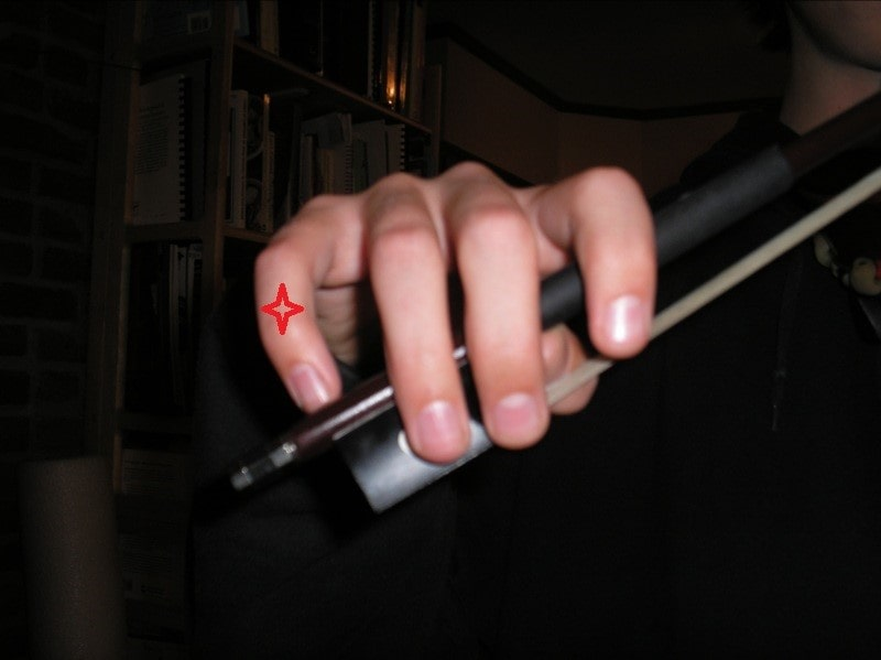 جای انگشت کوچک در آرشه ویولن