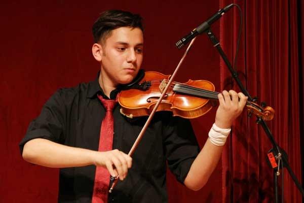 کنسرت-هنرجویی-آموزشگاه-موسیقی-آذرنگ