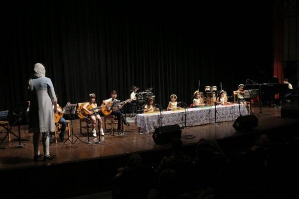 آموزش-موسیقی-به-کودکان-آموزشگاه-موسیقی-آذرنگ