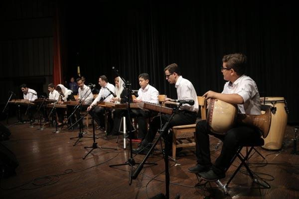 آموزشگاه-موسیقی-آذرنگ-آموزش-سنتور