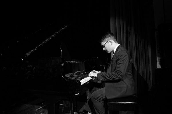 آموزشگاه-موسیقی-آذرنگ-آموزش-پیانو